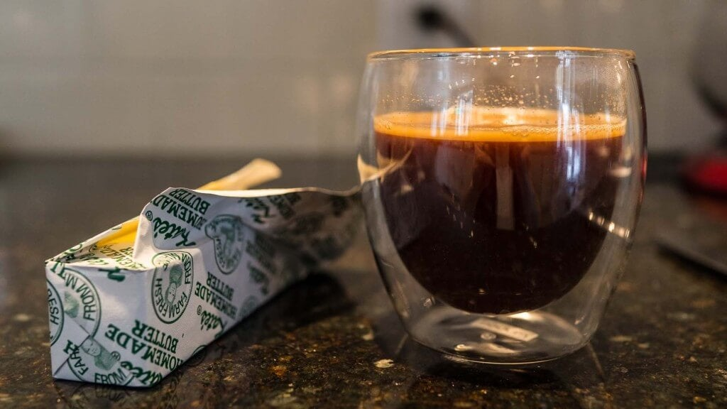 cafe con mantequilla o bulletproof coffee
