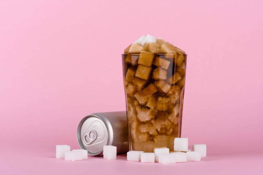Cocacola llena de azucarillos