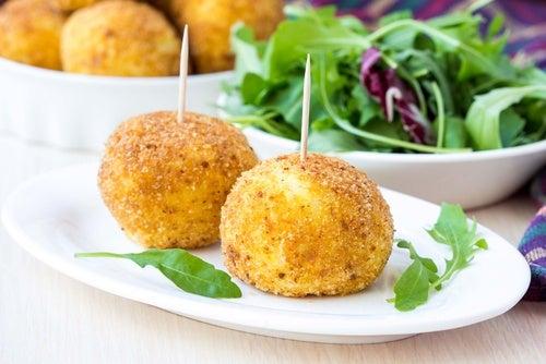 Croquetas de patata rellenas de queso