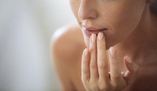 Remedio natural 2 en 1 para eliminar el vello facial y suavizar la piel