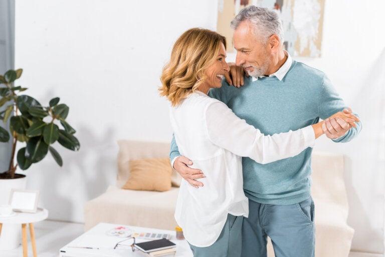 10 costumbres que tienen las parejas felices