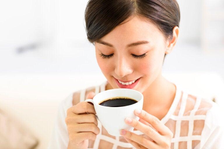 ¿Sabías que a tu cerebro le encanta el café? ¡Lo ayuda a mantenerse joven!