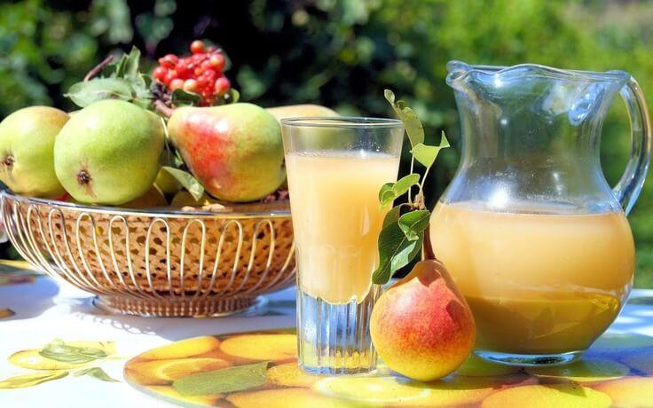 Incluye jugo de pera en tu desayuno y cuida de tu salud