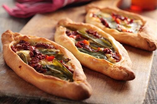 Pide turco con verduras