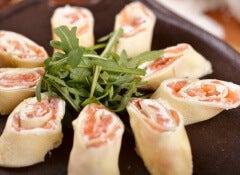 rollitos de salmon y rucula