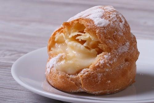 Sonhos rellenos de crema pastelera