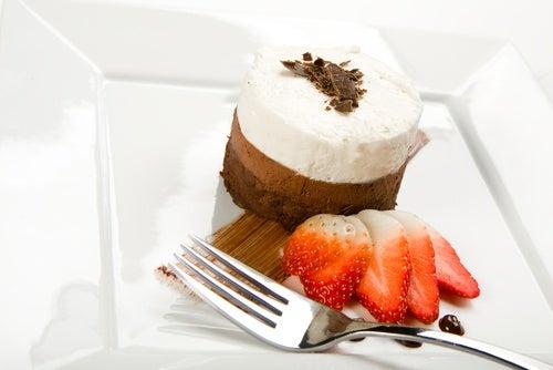 tarta de mousse de tres chocolates