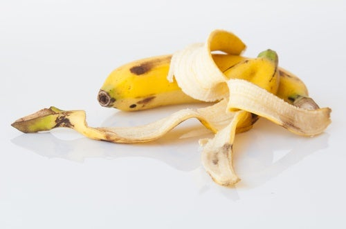 Banana peel to remove moles.