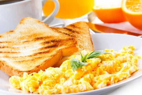 Agrega huevo a un desayuno sano
