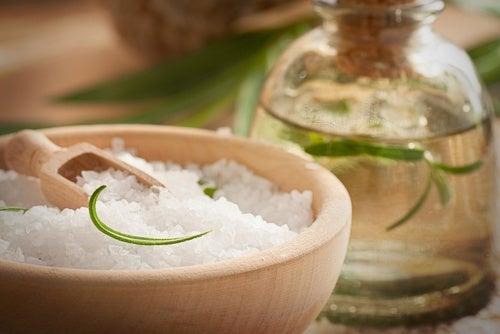 Café-sal-y-aceite-de-coco-para-mejorar-la-circulación