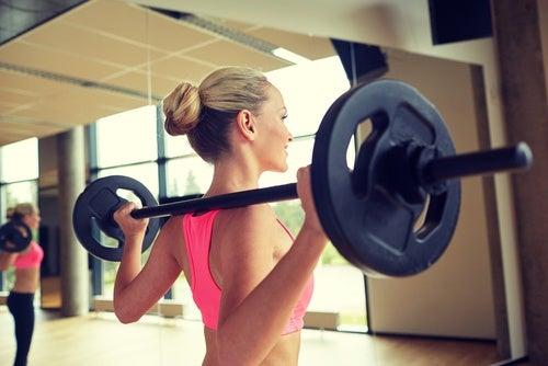 8 cosas que jamás deberías hacer en el gimnasio