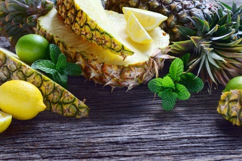 Jugo-de-piña-pepino-apio-jengibre-y-limón