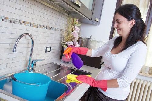 7 consejos para limpiar superficies difíciles. ¡Nunca fue tan sencillo!