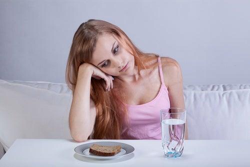 Mujer con poco apetito