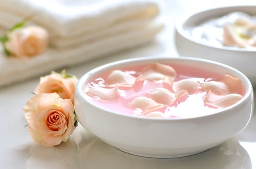 Yogur natural y agua de rosas