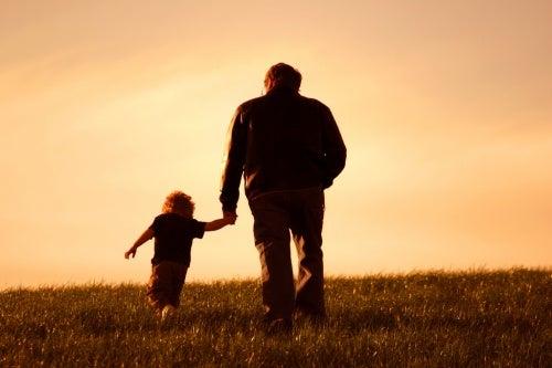 los-nietos-alegran-y-los-abuelos-les-enseñan