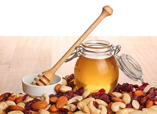 Beneficios de la bebida de almendras con miel