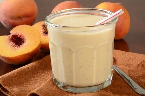Batido de yogur y melocotón