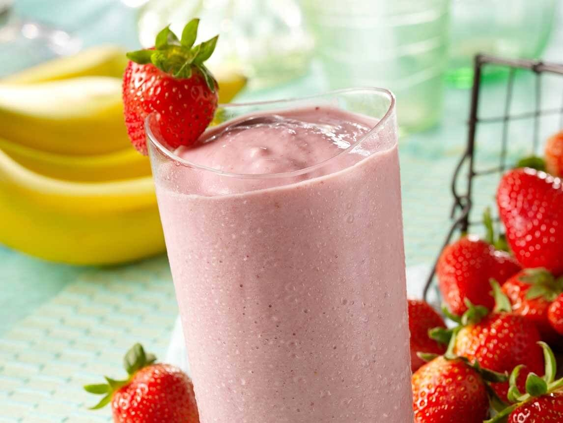Batidos de proteína saludables con fresas.