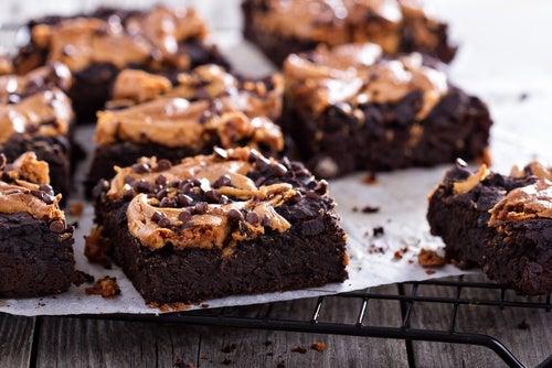 samoa brownie con masa de galletas