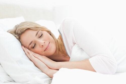 Dormir en una posición adecuada