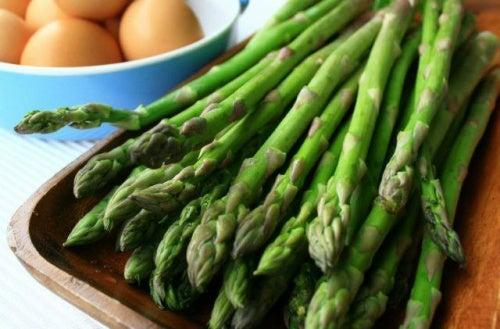 Esparragos, alimento que mejora el funcionamiento de los riñones