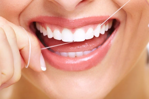 Es necesario tener una higiene bucal adecuada para previnir la glositis