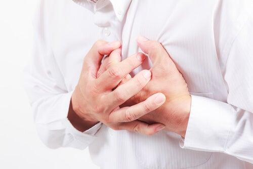 Las 6 causas más frecuentes de dolor en el pecho
