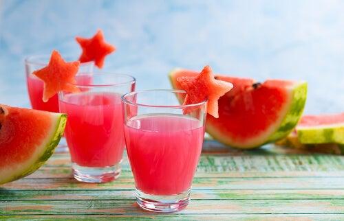 Descubre estas refrescantes recetas de limonada de sandía
