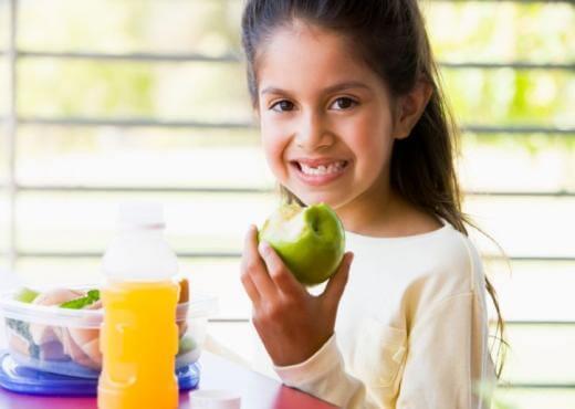 ¿Cómo debe ser la merienda de los niños? Claves que debes tener en cuenta