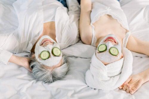 Combate la flacidez y las arrugas con gel de pepino y aloe vera