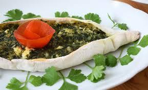 Pide turco de verduras con espinacas