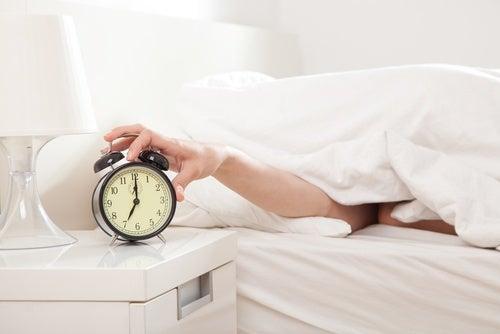 Claves para evitar ganar peso con los años: regula los horarios