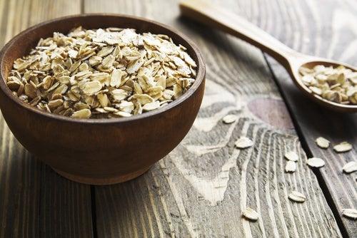 Alimentos que ayudan a controlar el colesterol: avena