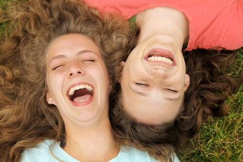 4 beneficios que tiene la risa en tu cuerpo y tu salud