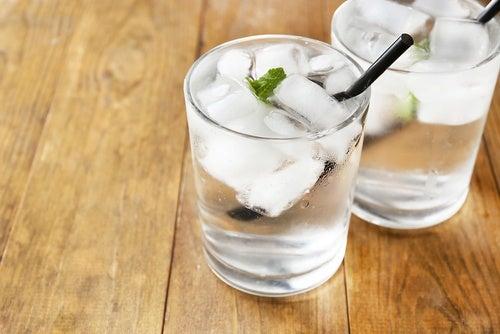 Tomar agua fría