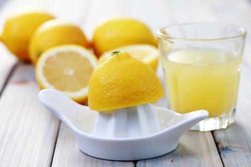 Zumo de limón para el dolor de cabeza