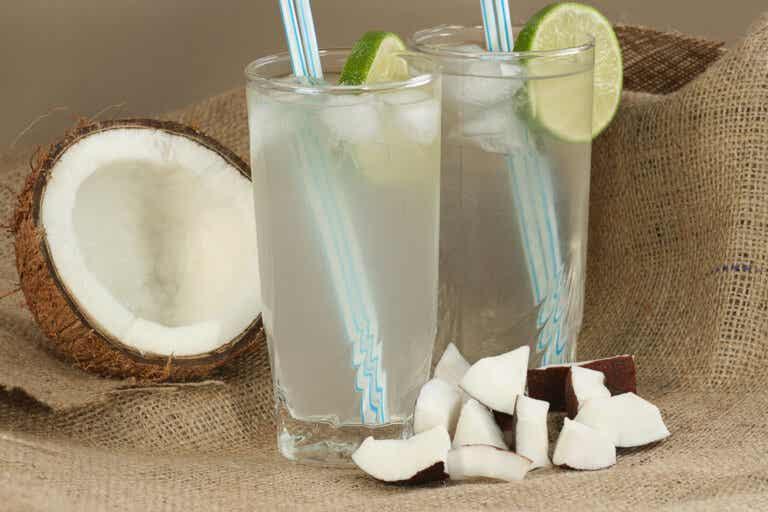 Descubre lo que le pasa a tu cuerpo al beber agua de coco