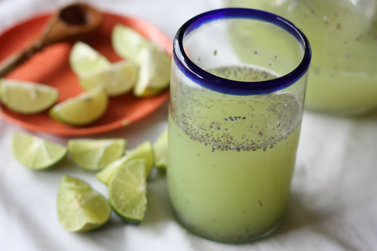 Cómo preparar agua de chía con limón para adelgazar