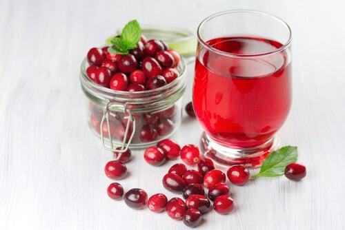 Suco de cranberry para combater infecções do trato urinário