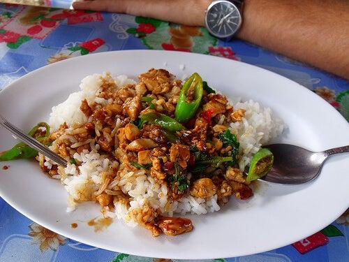 arroz frito con pollo.