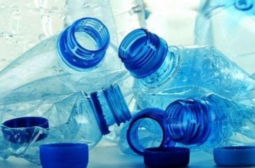 Botellas de plástico aplastadas