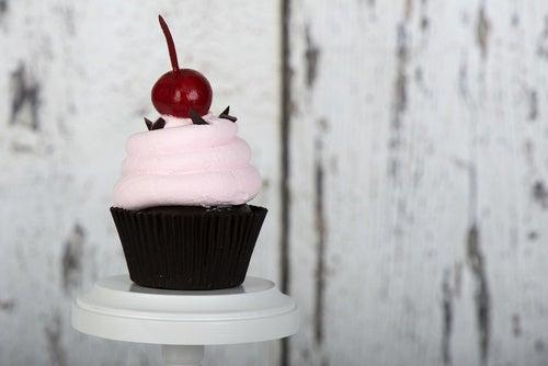 cupcake con cereza maraschino