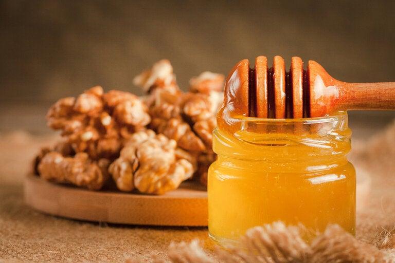 Tratamiento con miel, almendras y nueces