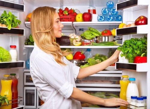 Refrigerar y congelar los alimentos