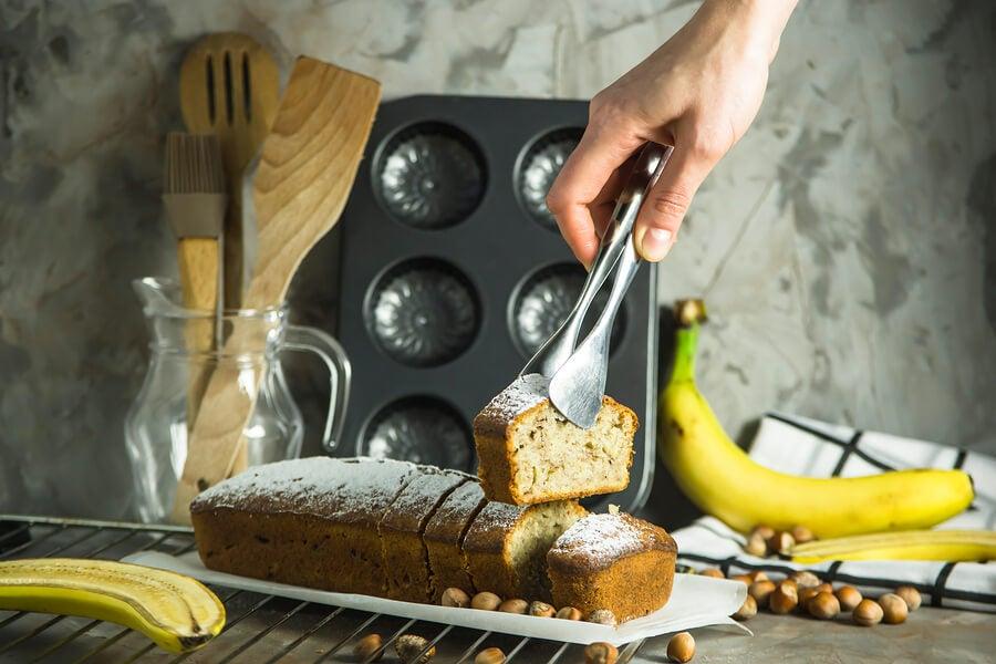 Torta de banana y ron con glaseado de queso crema
