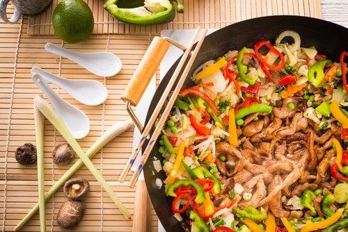 Wok de pollo y verduras