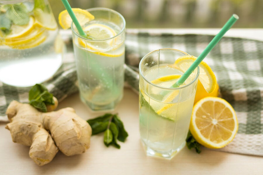 Zumo de limón y jengibre para reducir el colesterol.