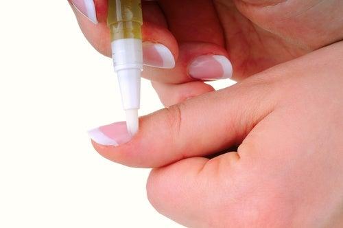 Aceite de oliva para fortalecer las uñas débiles