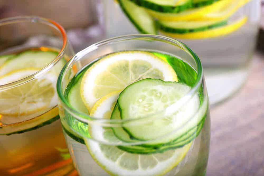 Bebida desintoxicante y adelgazante de pepino